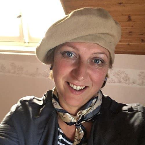 Lara Norris | Family & Funeral Celebrant