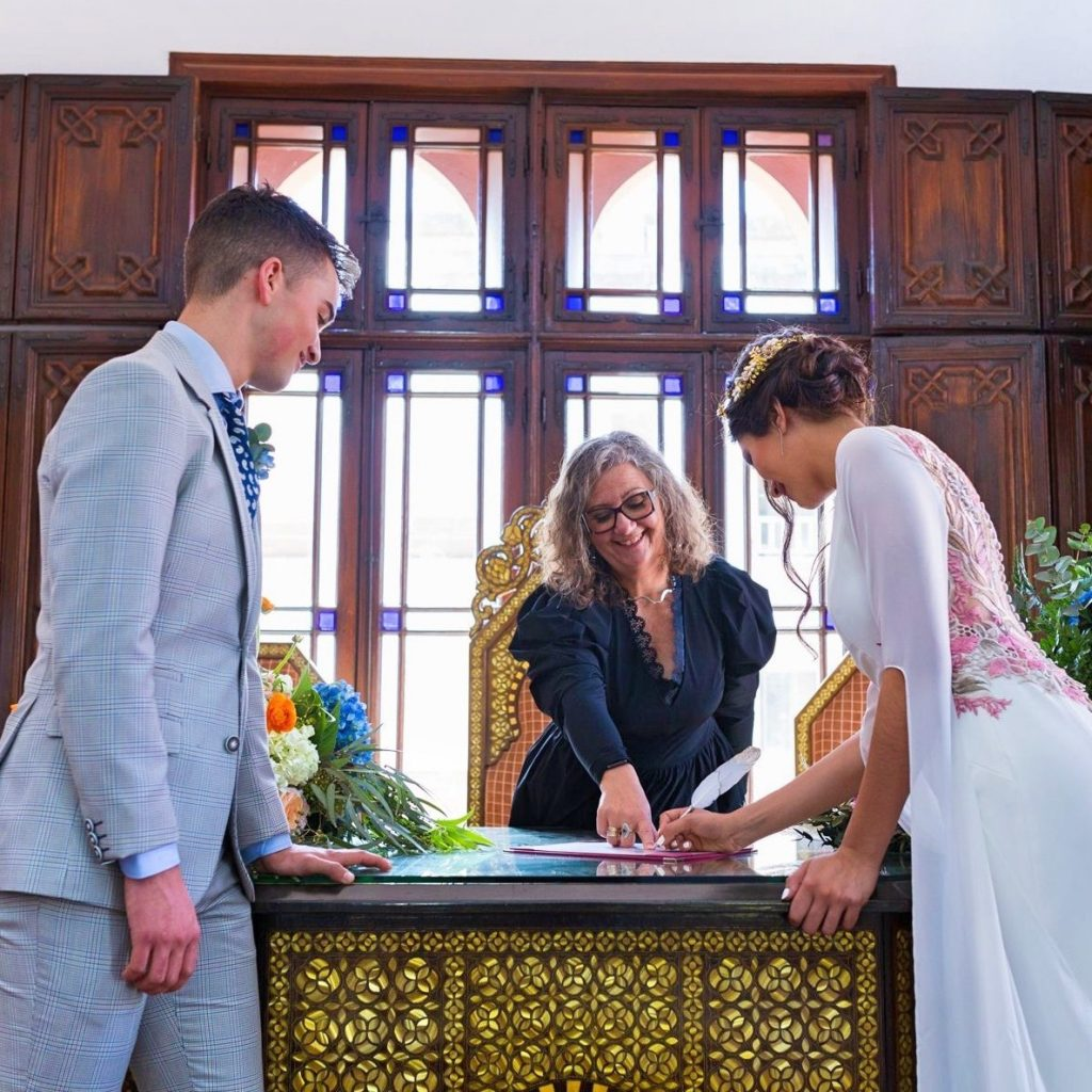 What's the Difference Between a Celebrant and a Registrar?