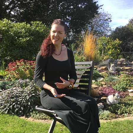 Victoria Louise | Funeral Celebrant