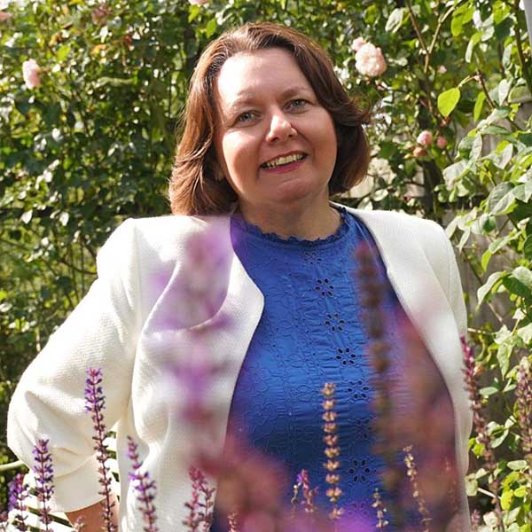 Anna Wallace | Wedding & Funeral Celebrant